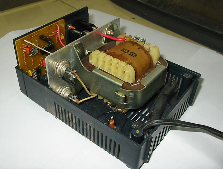схема зарядного устройства для автомобильного аккумулятора на 24 вольта.